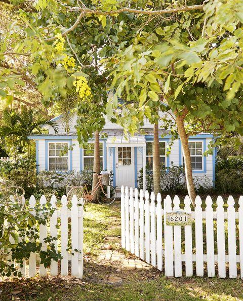 French Gothic-style White Picket Fence