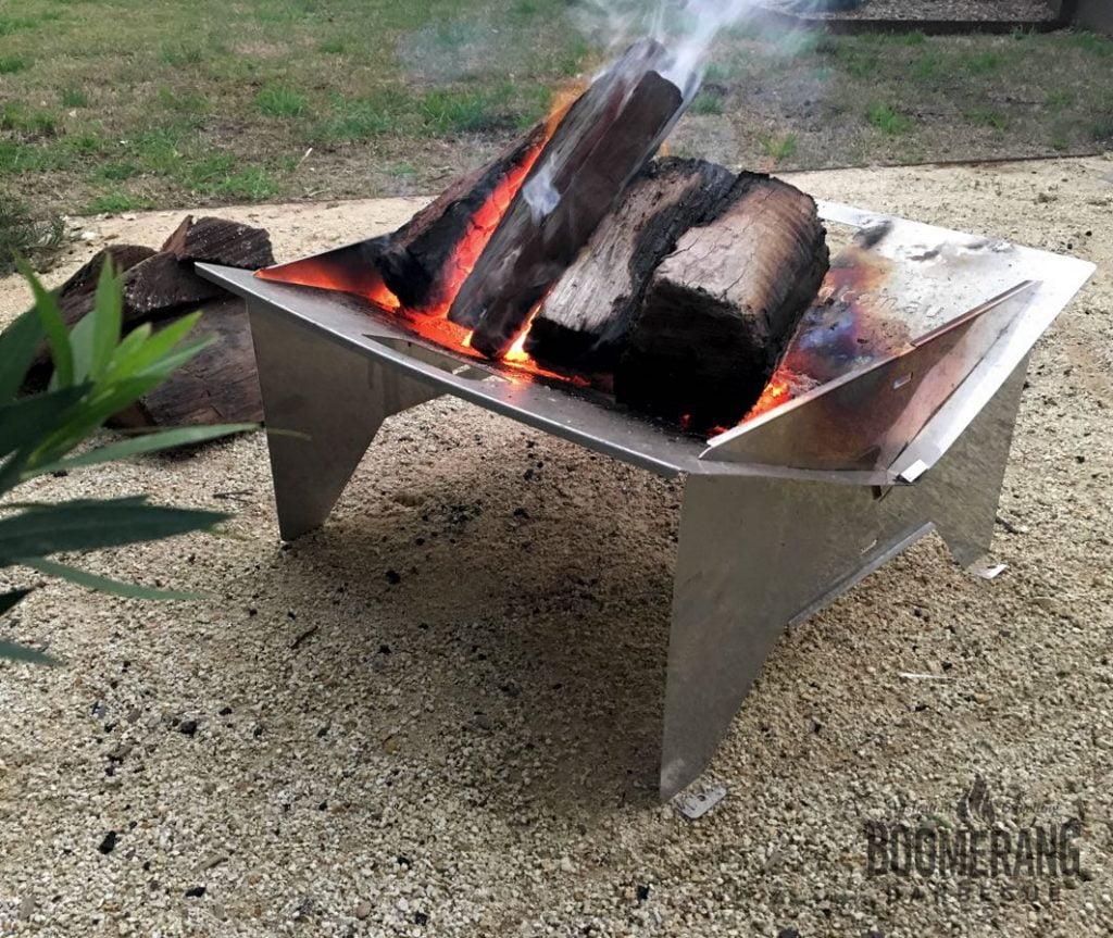 Foldable fire pit