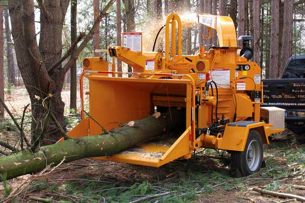 How does a Woodchipper work