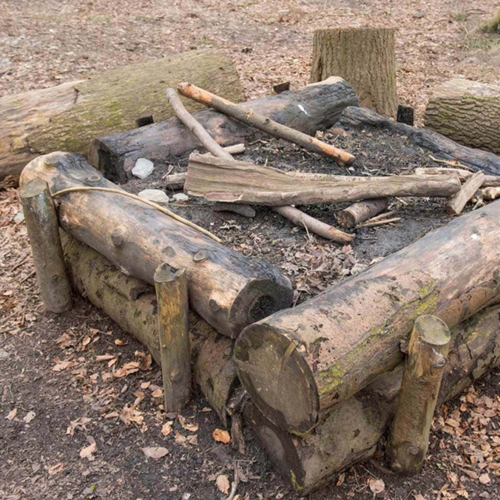 The Old-Fashioned Log Fire Pit
