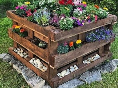 15 Best DIY Garden Pallet Projects