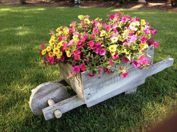 Pallet Flower Wheelbarrow