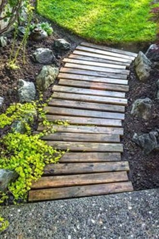 Recycled Pallet Garden Path