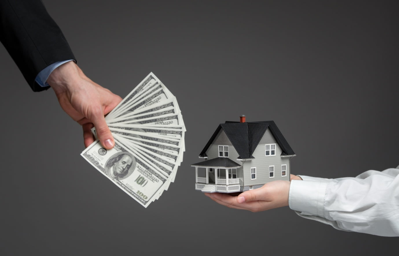 Show Me the Money: 5 Benefits of Selling Your House for Cash