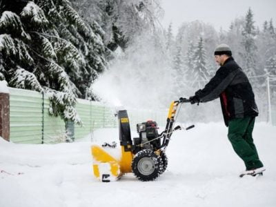 Power Brush VS Snow Blower: The Best for your Climate?