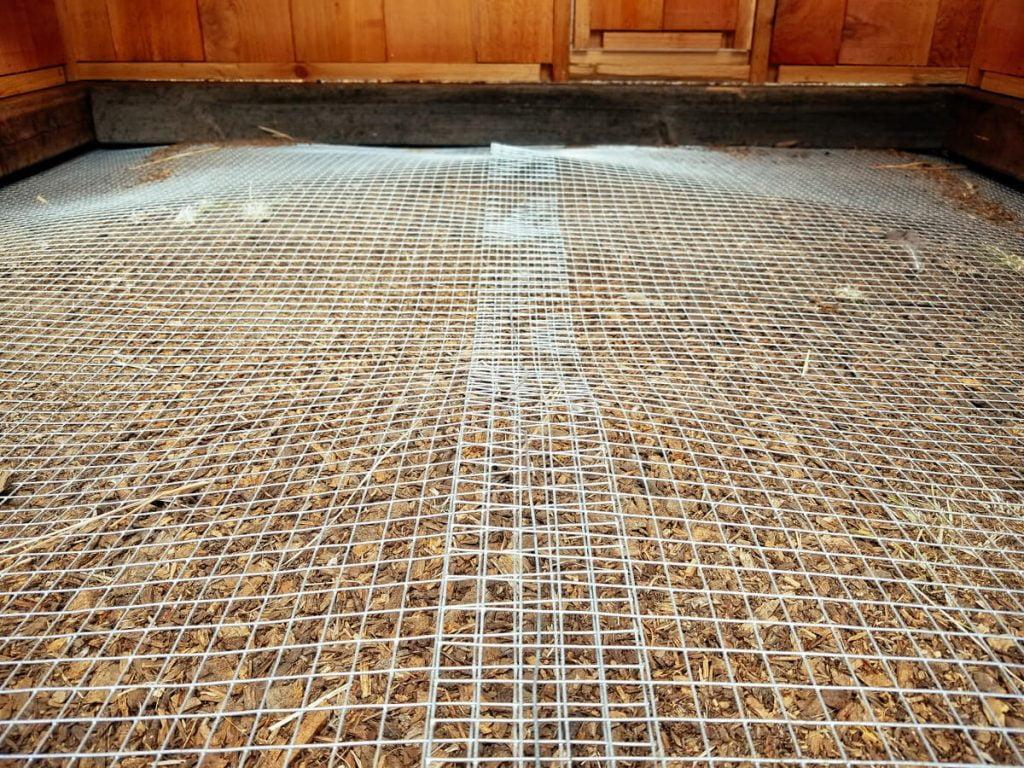 Wire floor chicken coop