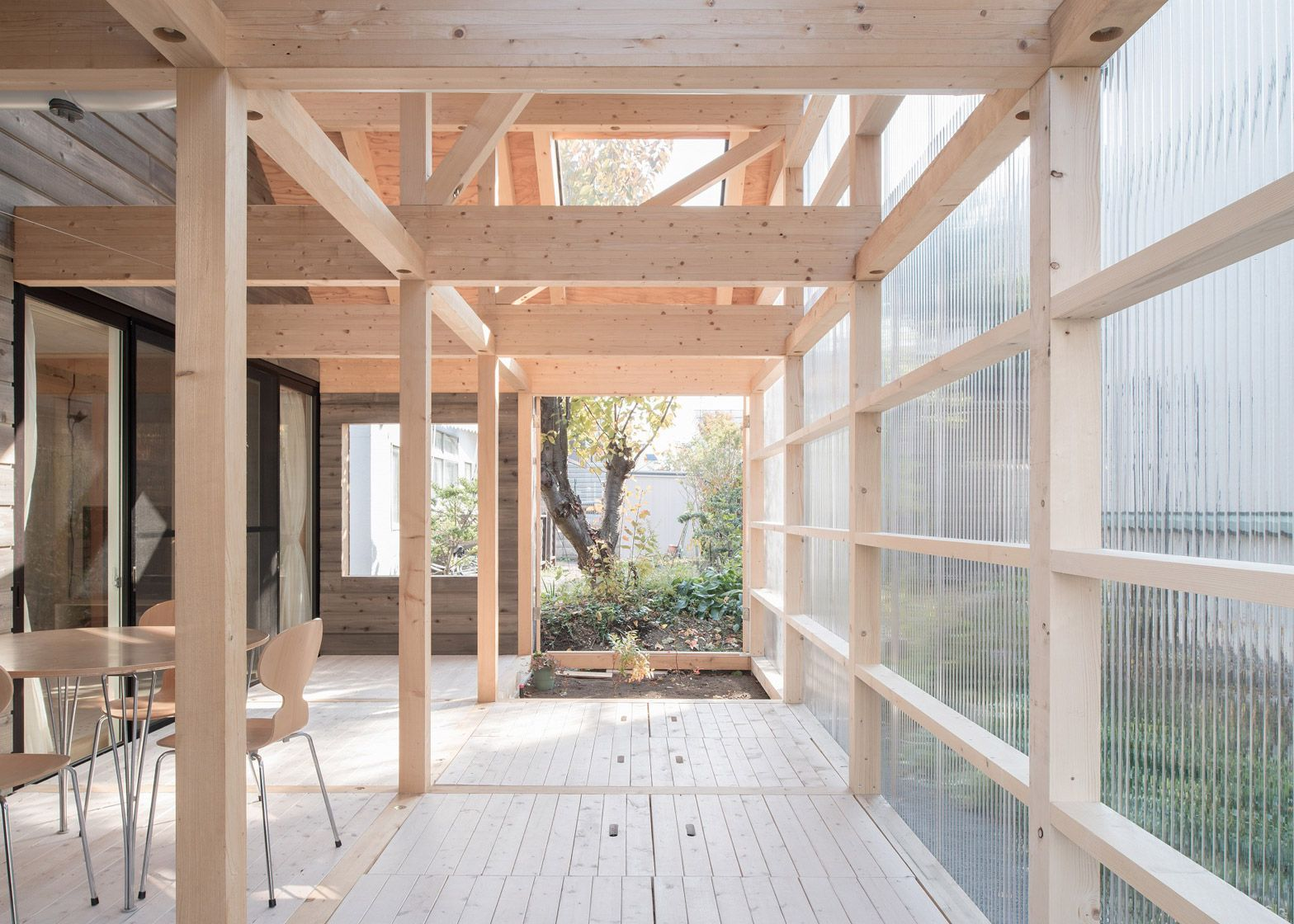 A sunroom in corrugated plastic_Pinterest
