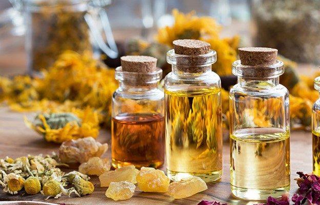 Essential oils for repelling ticks
