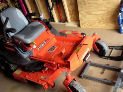 How to Change Blades on a Zero-Turn Lawn Mower
