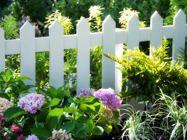 Natural Fencing vinyl Gate