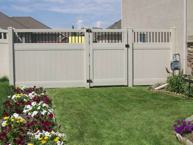 Striking vinyl Fence Gate