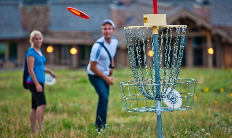7 Reasons to Bring the Family Out for a Game of Disc Golf